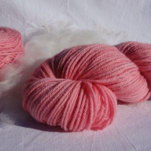 Laine mérinos superwash, DK, teinture cochenille. Tricot, crochet. 1127