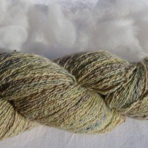 Filage de laines en mélange. Jaune et scintillante. Teinture écoresponsable. 168-169