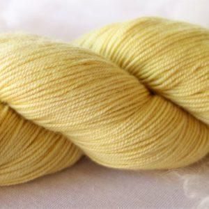 Laine mérinos, soie et cachemire – teinture végétale sophora 404