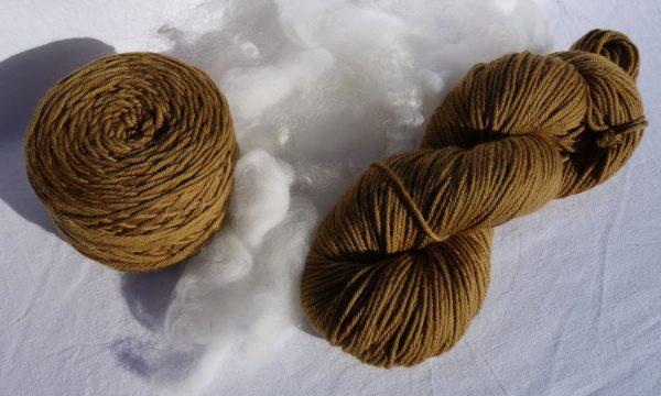 Laine mérinos, aran. Teinture fleurs genêt et millepertuis 982-983-984
