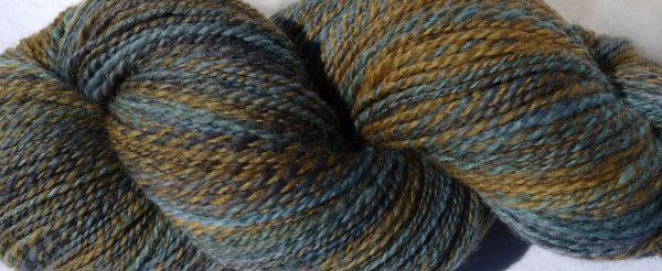 Laine filée mérinos – bleus ,verts et jaunes. 1191