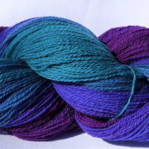 Laine filée mérinos – dégradé du bleu au violet. 1195