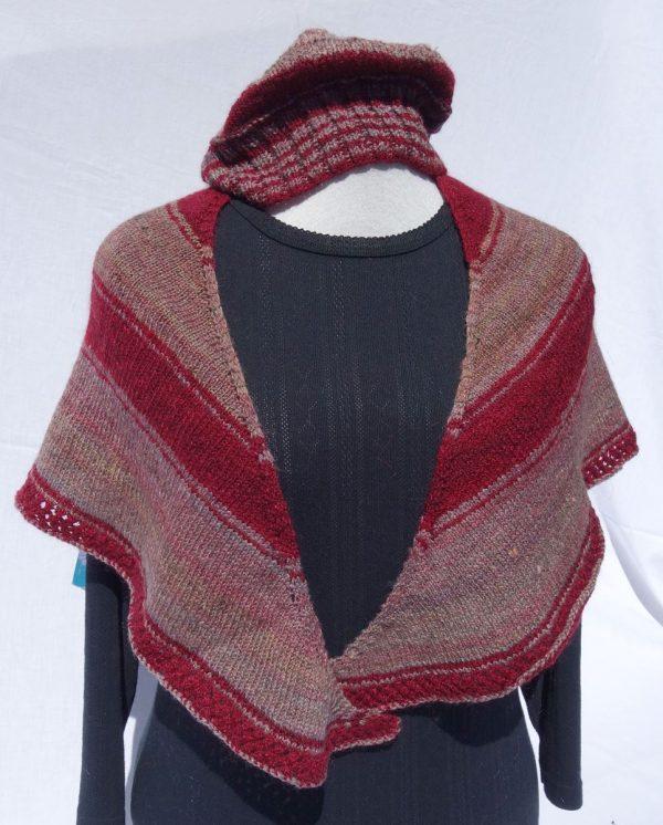 Châle en laine filée main – rouge et beige. 753