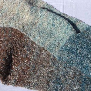 Echarpe en dégradé de couleurs, tricoté et filé main.