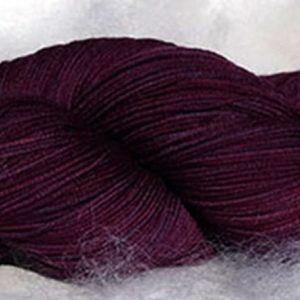 Laine mérinos superwash. Fingering. Teintures végétales indigo, lac-dye. Violet. 1478